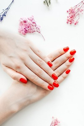 Simple short red manicure
