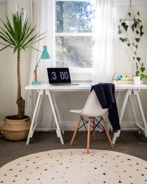 Small home office  that cuts all distractions around
