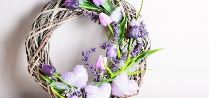 Spring wreaths for bringing positive vibe into your home