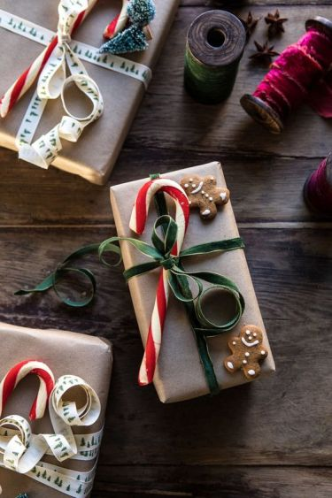 The cosiest looking Christmas gift wrapping idea