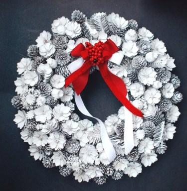 Chunky pinecone Christmas wreath