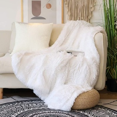 white fluffy blanket for cold season. The best blankets to keep you warm during the cold season