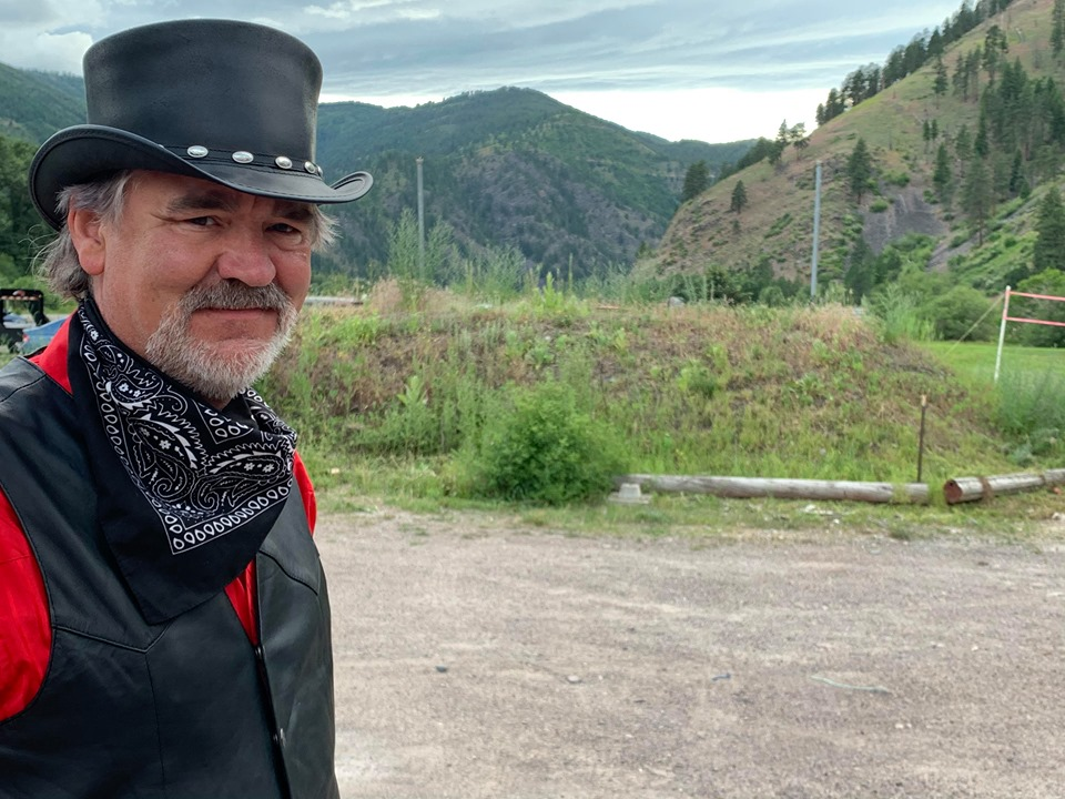 Former Cold Hard Cash frontman Merle Travis Peterson has returned to the stage with a new band, performing classic outlaw country hits, with a new album of original music on the way.