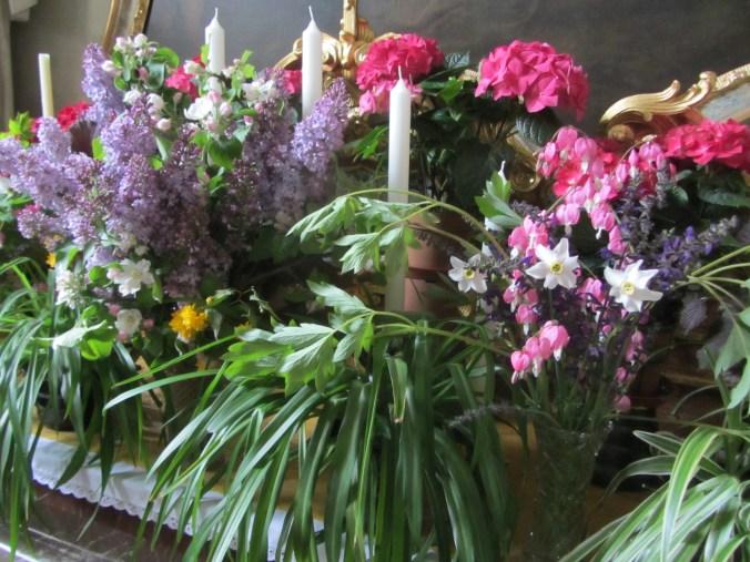 Hofarnsdor chapel and flower decoration