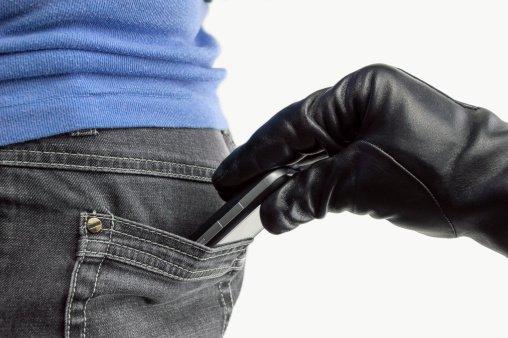 2 men steal 7 phones in Abuja church