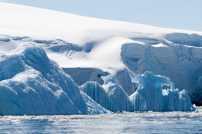 Coldest place on Earth where you breath in and die