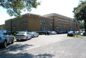 Shaw School (1923, N.W. Overstreet, archt.). Photo by Jennifer Baughn, MDAH, 9-23-2015.