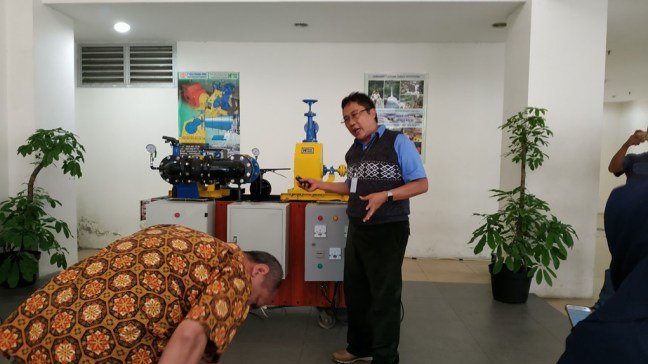 Mr. Kusetiadi Raharjo explained how the equipment works