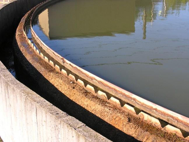 Weir trough