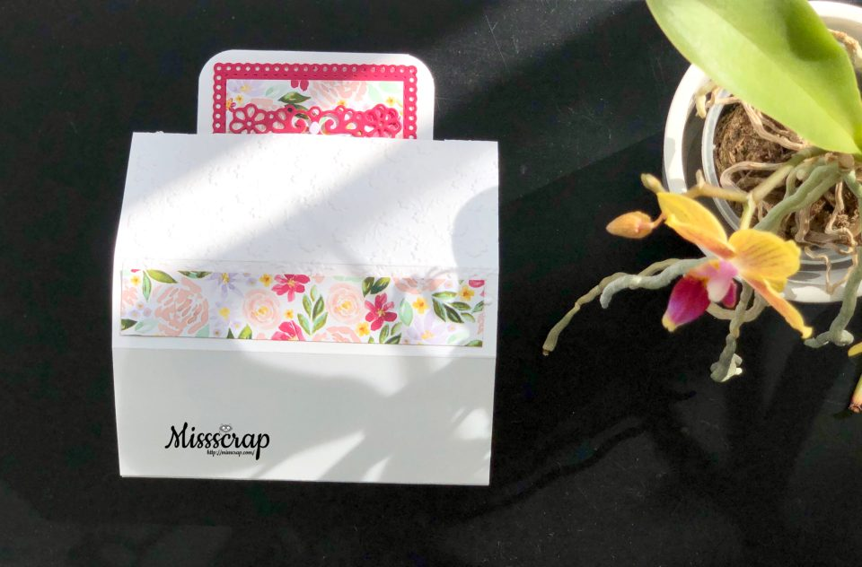 Free standing pop-up card