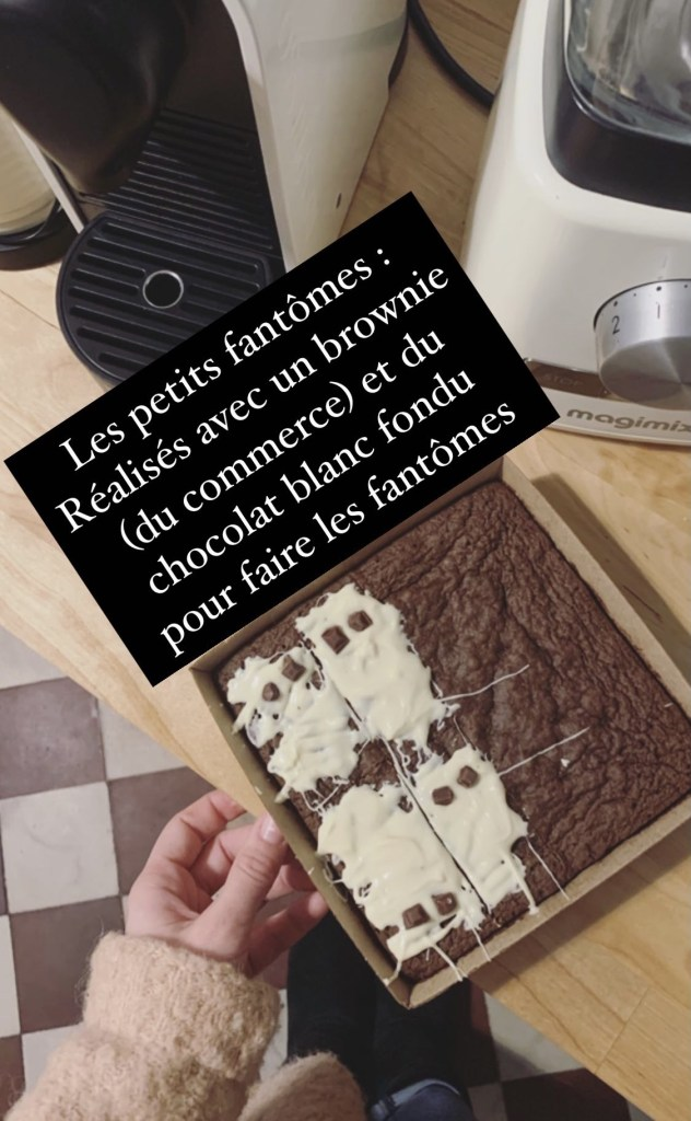 Il s'agit de la recette facile et rapide de fantômes au chocolat pour Halloween.
