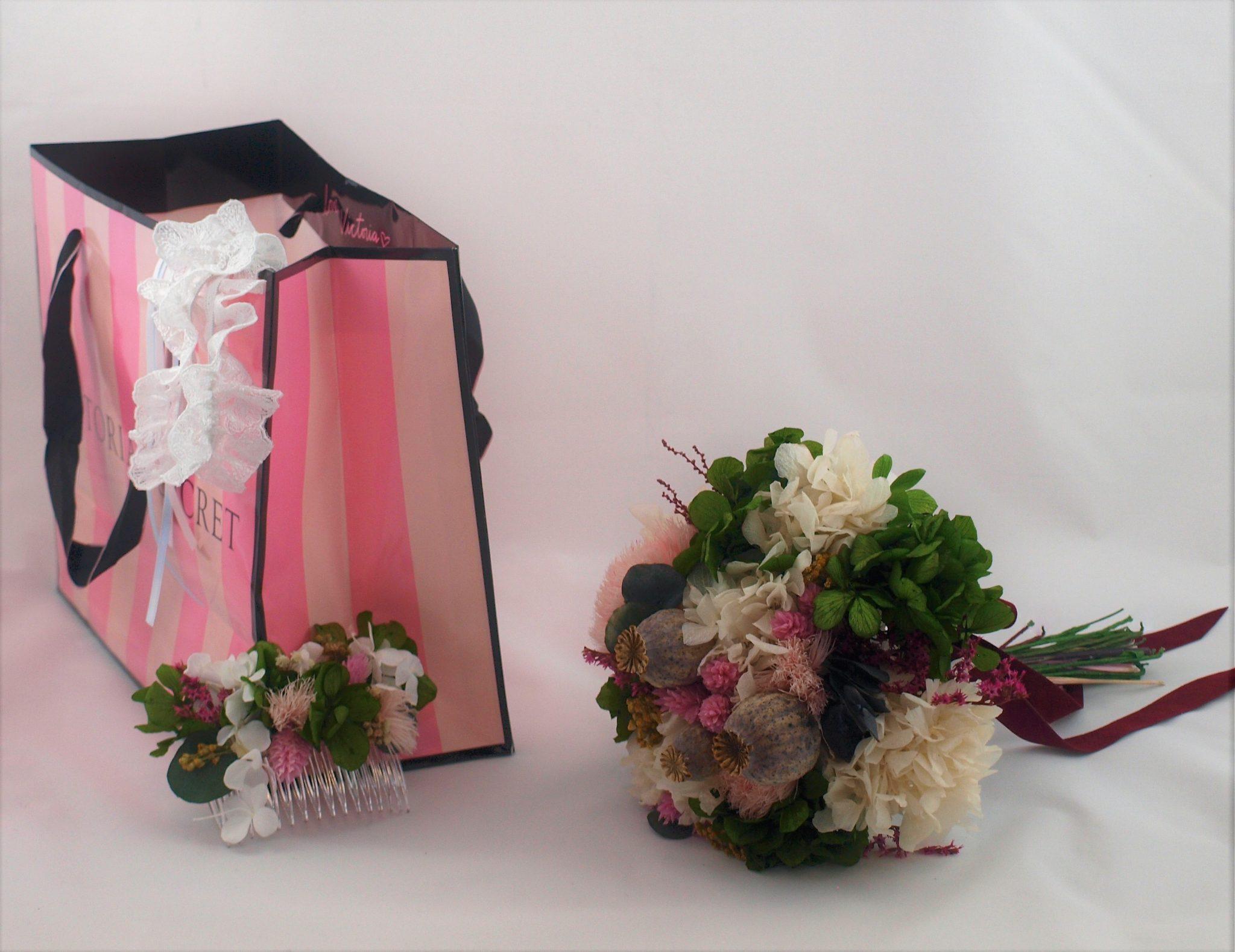 Ramo de novia flores preservadas Senda peina a juego