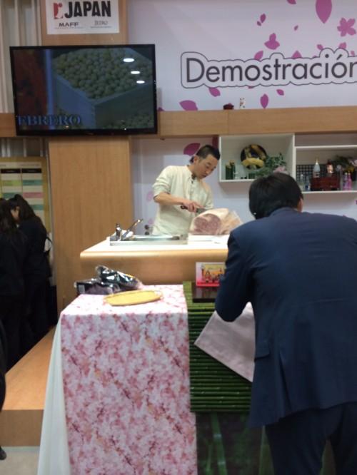 Demostración de un japonés cortando algo que no se si es carne o pescado... xD