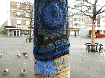 yarn bombing at leyweg 1
