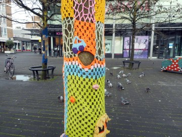 yarn bombing at leyweg 4