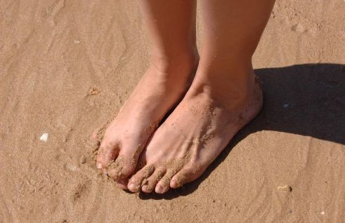 shuffing feet in sand