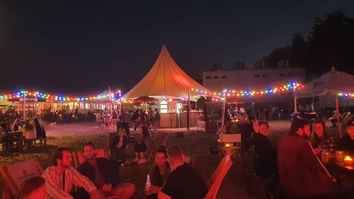Beachy Tilburg Enorm terras waar je lekker kan zitten en een drankje kan doen