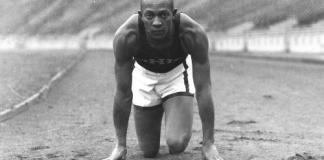 Owens face a Hitler aux JO de Berlin en 1936