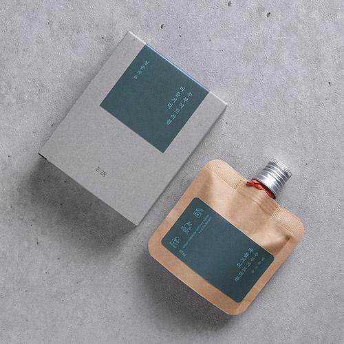 в комплекте со специально разработанным Toun28: органическим Запирающим влагу кремом