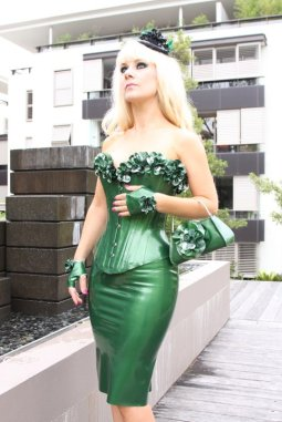 Mistress Serena Ooh La Latex