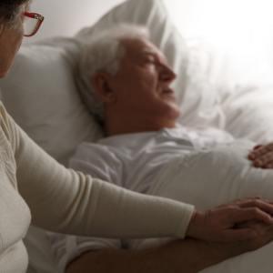Etykieta przy łóżku Umierającego. Jak sobie radzić? Co robić?