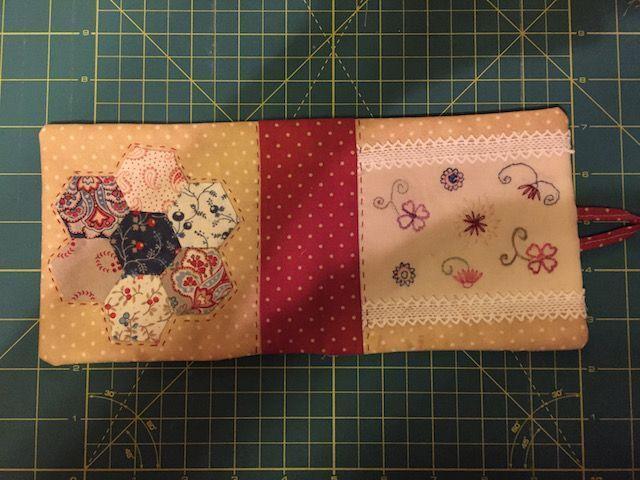 Dar la vuelta a la pieza y coser la abertura
