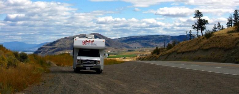 Überall gibt es in Kanada große Parkplätze für Camper an der Straße, auf denen ihr eine Pause machen könnt