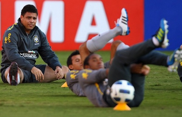 ronaldo trains with the brazilian national team ahead of his last game for brazil