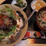 ナイスなバランス。古酒と沖縄料理「青空」のタコライス定食