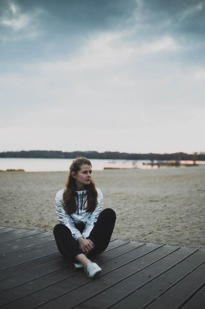 Ich sitze am See