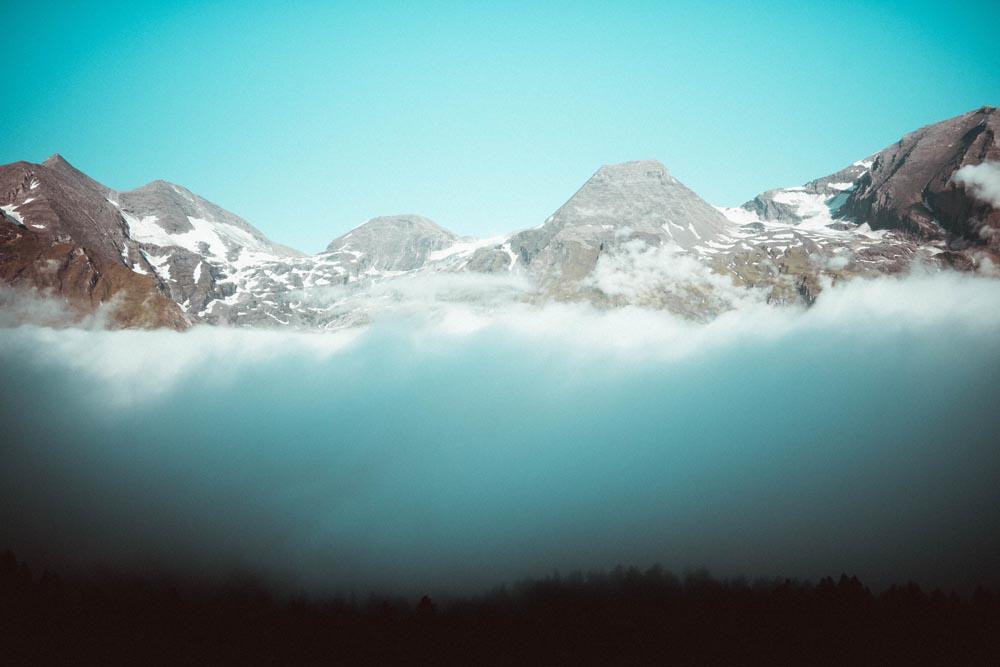 Über den Wolken in den Alpen