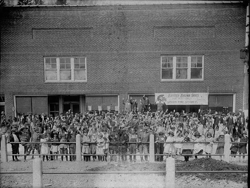 Photo of the Spruce Pine Store in the 1920s.