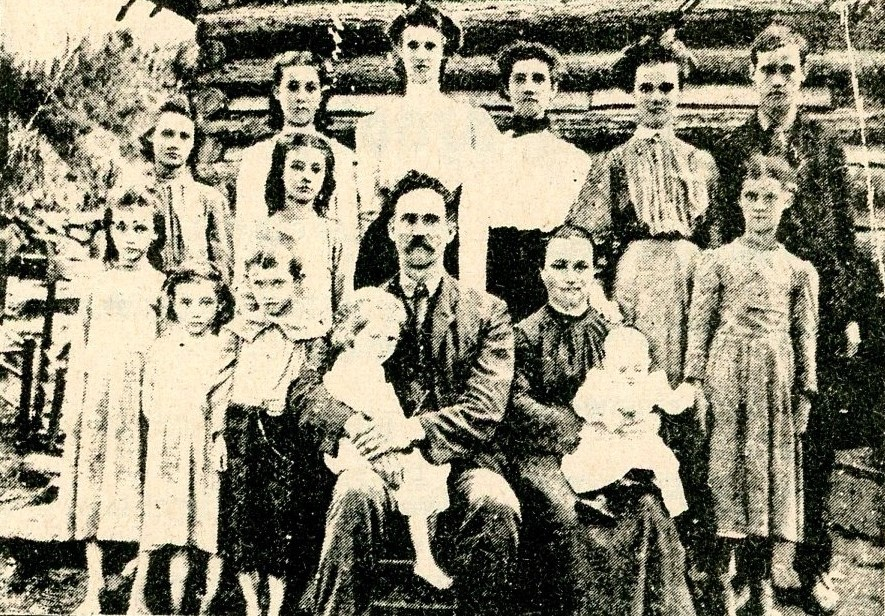 Charlie B. and Margaret Willis Norman and Their Large Family