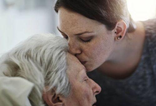Cómo debe ser el cuidado de personas mayores