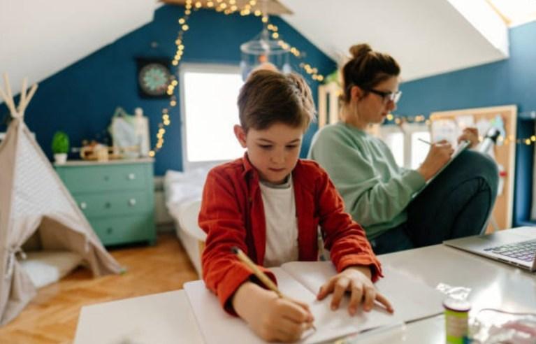 Cómo mantener rutinas escolares en casa