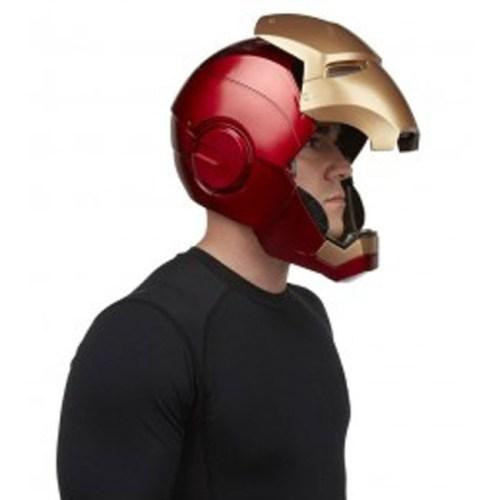 Casco Elettronico Iron Man Marvel Hasbro dettaglio indossato laterale aperto