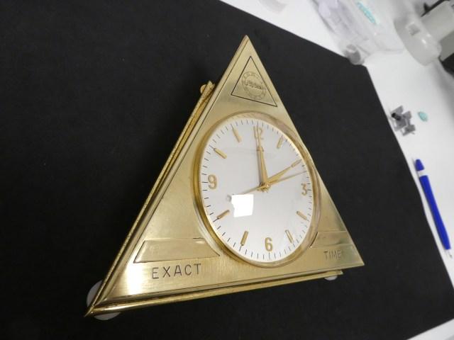 Alpina Exact Time Dead beat second desk clock