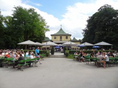 Biergarten im englischen Garten
