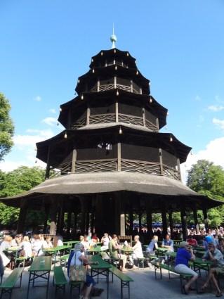 Chinesischer Turm mit Blaskapelle