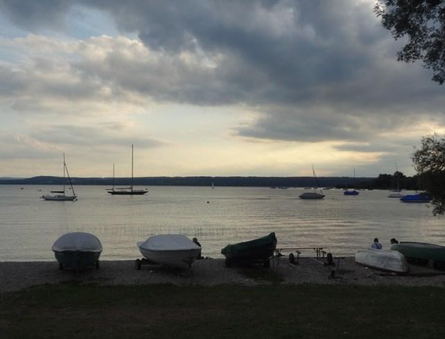 Schön Abendstimmung am See.