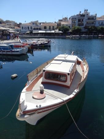 Boote auf dem See in Agios Nikolaos.