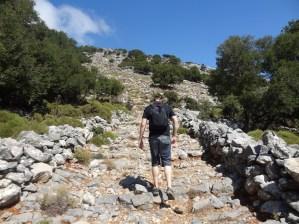 Jonas beim Wandern auf den Karfi.