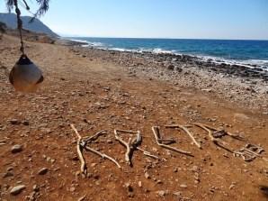 Treibholz-Schriftzug: Kreta 2013
