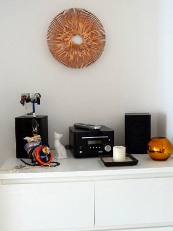 Die Schale hängt über meiner Musik-Schmuck-Ecke. :)