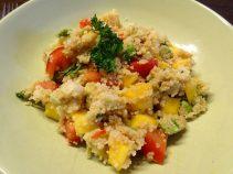 Couscous-Salat mit Avocado, Mango und Tomate. :)