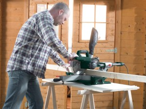 metabo mitre saw being used