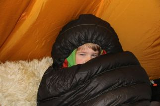 Jaaku mit Niklas altem Schlafsack