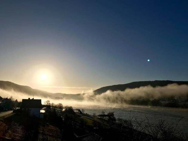 Sonnenaufgang über Lorch am Rhein Foto: Brigitte Fuchs