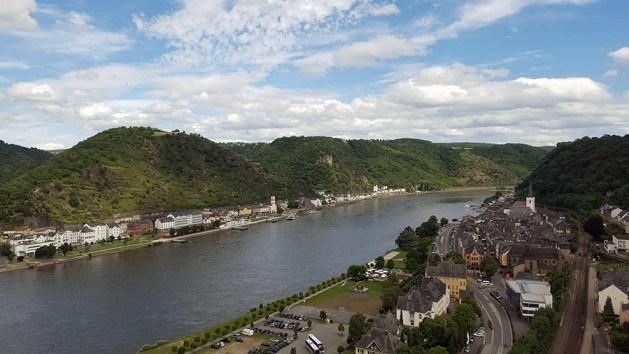 Blick von Burg Rheinfels auf das St. Goarer Rheinufer. Foto: Romantischer Rhein Tourismus / Kevin Kslfels