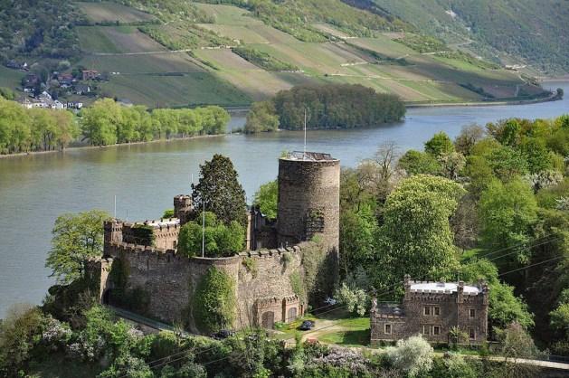 Die Heimburg in Niederheimbach. Foto: Alexander Hoernigk / Wikipedia / Creative Commons.